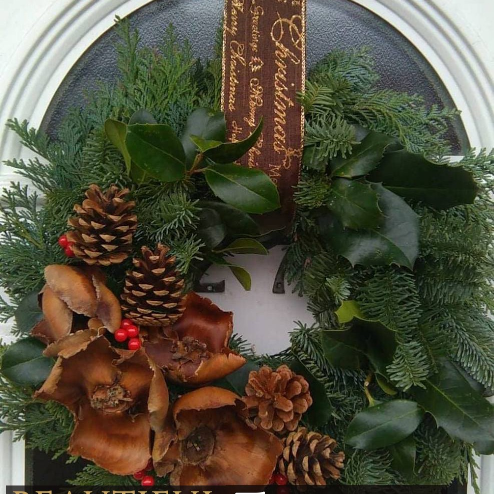 Fresh Christmas Wreaths.Traditional Fresh Christmas Wreaths Two Styles